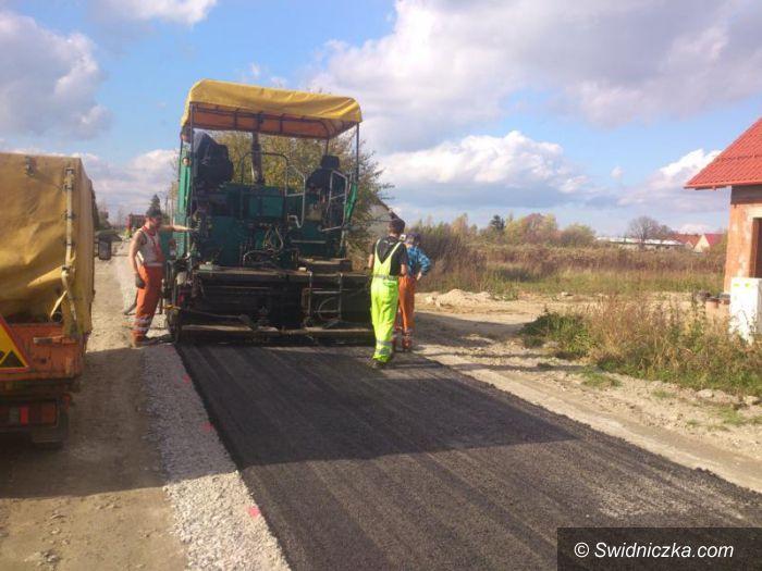 Gmina Żarów: Modernizują drogi dojazdowe