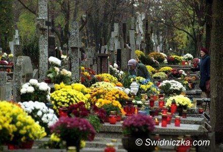 Świebodzice: Przed Świętem Zmarłych