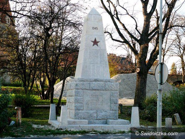 Strzegom: Odnowiony pomnik przy ul. Kasztelańskiej w Strzegomiu