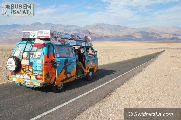 """Świdnica/Świat: Wyprawa starym busem do Australii – wywiad z ekipą """"Busem Przez Świat: Australia Trip 2013″"""