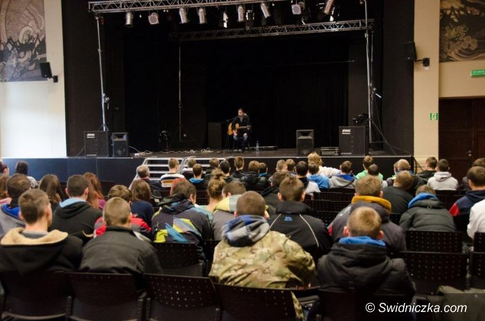 Świdnica: Przy muzyce o uzależnieniach