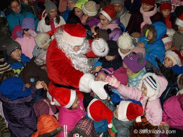 Świebodzice: Mikołaj przyjechał z workiem słodyczy