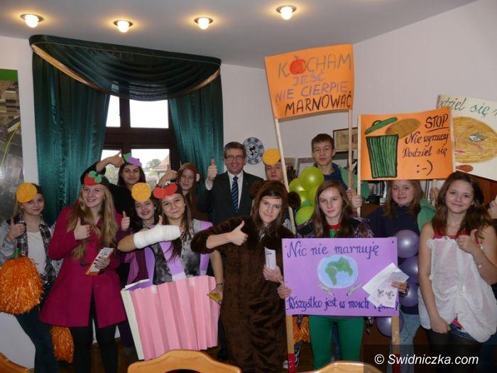 Świdnica/Kraj: Szkoła ze Świdnicy ma szansę na wygraną w ogólnopolskim konkursie