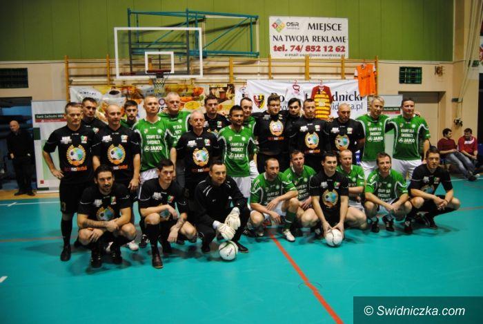 Świdnica: Sportowe święto w Świdnicy: Piłkarze pamiętają o podopiecznych Domu Dziecka!