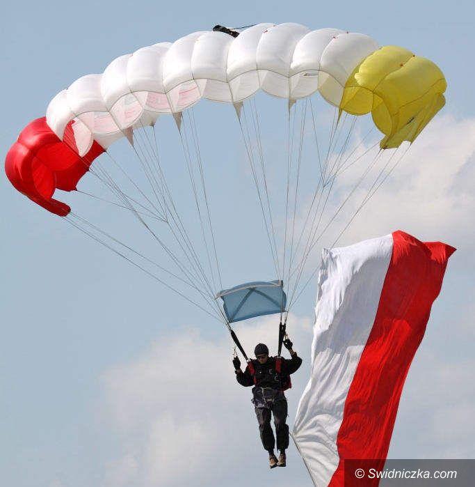 Świebodzice: Teraz będą uczyć skakać ze spadochronem
