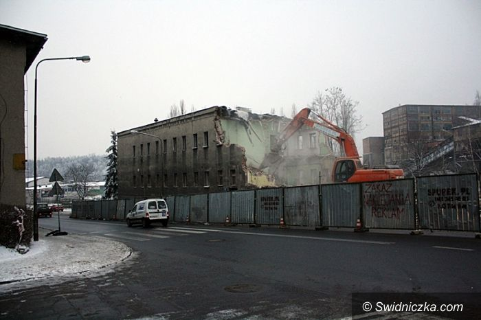 Wałbrzych: Budynek WORD–u znika z krajobrazu Wałbrzycha