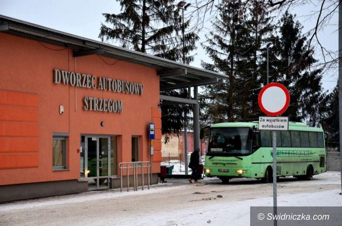 Strzegom: Dworzec pod sterami urzędu