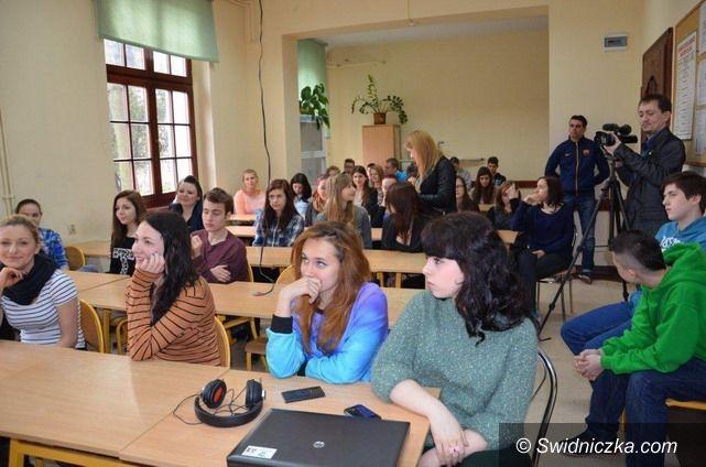 Strzegom: Humaniści strzegomskiego LO z mocnym wsparciem dziennikarskim, medialnym i aktorskim