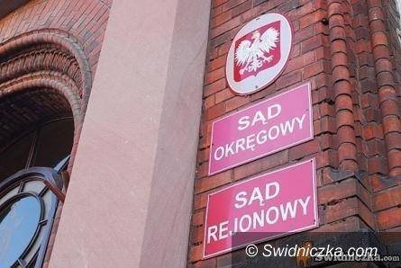 Świdnica: Trzech mieszkańców Dzierżoniowa oskarżonych o oszustwa przy zawieraniu umów kupna mieszkań