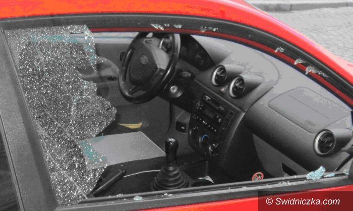 Świdnica: Rzucał po pijaku kostkami brukowymi