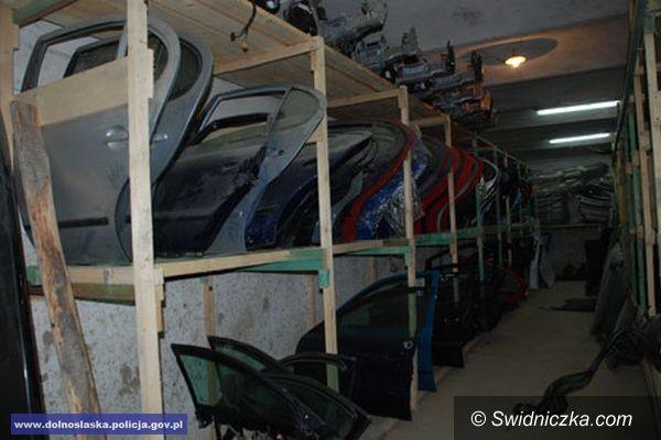 Świdnica: Policjanci ujawnili dziuplę z częściami samochodowymi