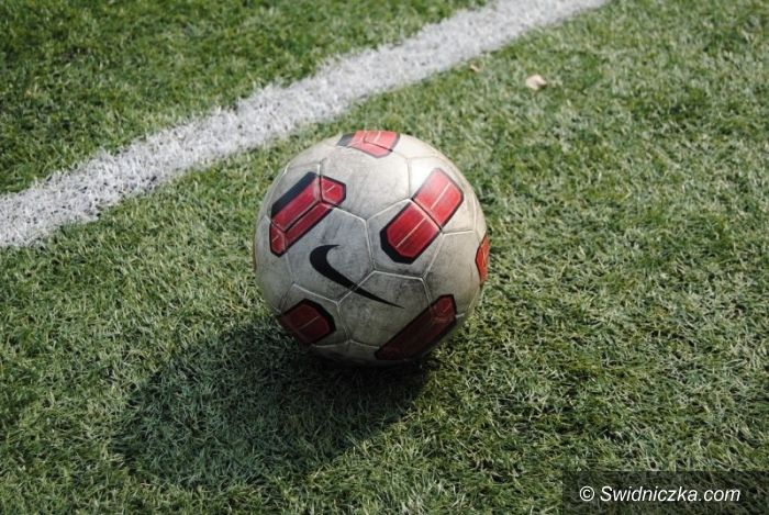 III-liga: Promień na kolanach
