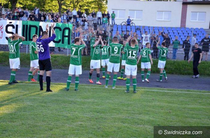 III-liga piłkarska: Świetny mecz Polonii, Stilon na kolanach!