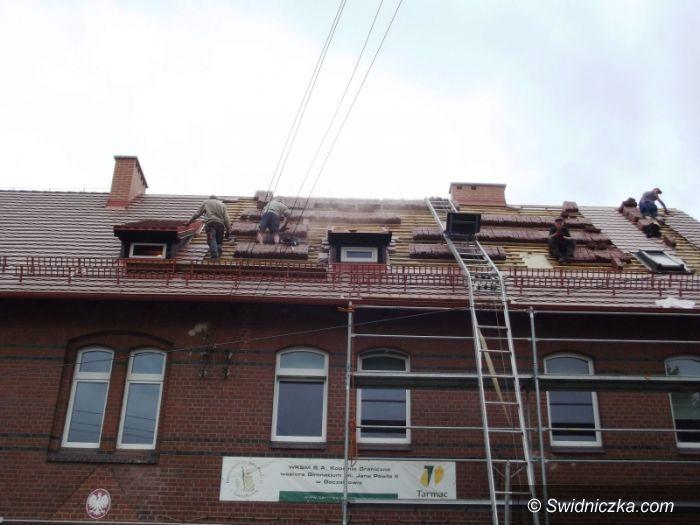 Goczałków: Gimnazjum w Goczałkowie z nowym dachem