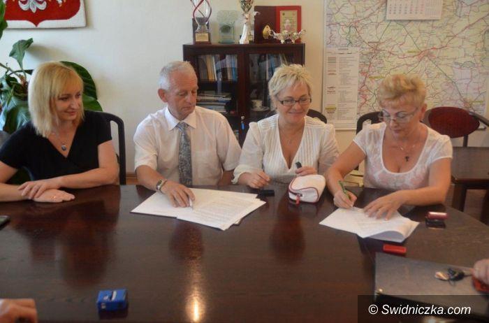 Świdnica: Podpisanie umowy na prowadzenie domu samopomocy dla osób upośledzonych umysłowo i chorych psychicznie