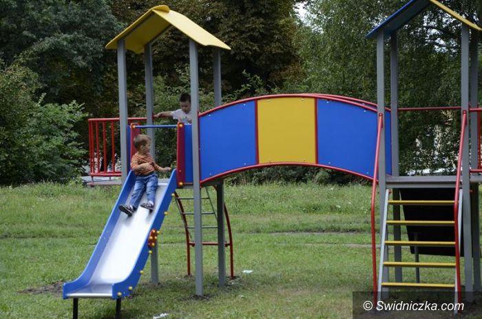 Żarów: Nowe urządzenia na placu zabaw