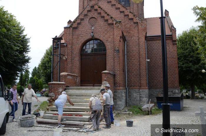 Żarów: Cmentarna kaplica w remoncie