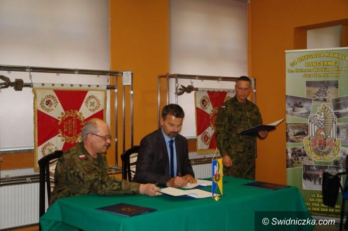 Żagań: Porozumienie o współpracy strzegomskiego LO z 34 Brygadą Kawalerii Pancernej podpisane