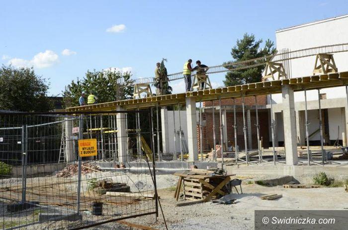 Ża: Trwa budowa basenu