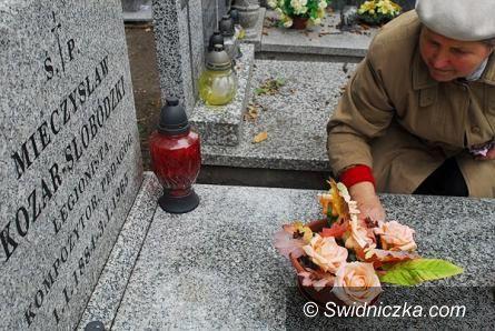 Świdnica: Informacja w związku z handlem zniczami i kwiatami