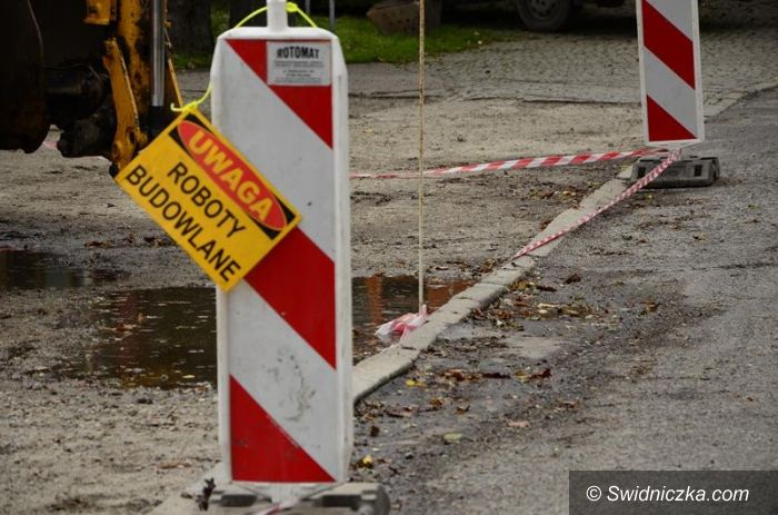 Żarów: Uwaga! Budowa kanalizacji w Żarowie