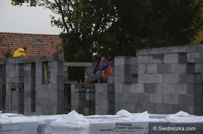 Mrowiny/Zastruże: Sale gimnastyczne w budowie