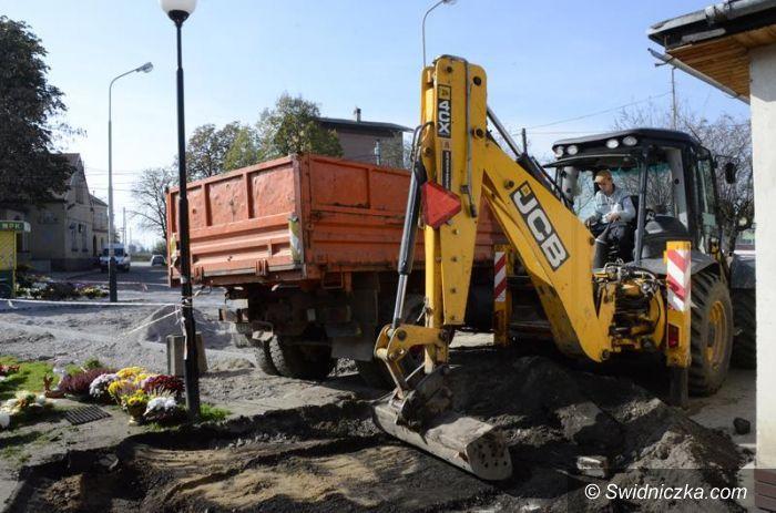 Żarów: Ulica Dworcowa w przebudowie