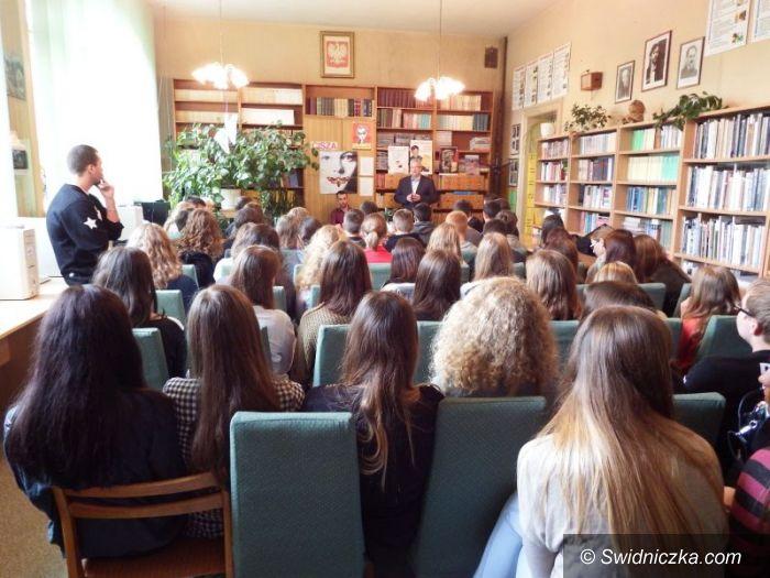 Świdnica: Międzynarodowy Miesiąc Bibliotek Szkolnych w II LO w Świdnicy