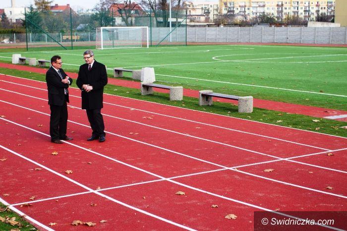 Świdnica: Lekkoatletyczny stadion przy Gimnazjum nr 4 gotowy