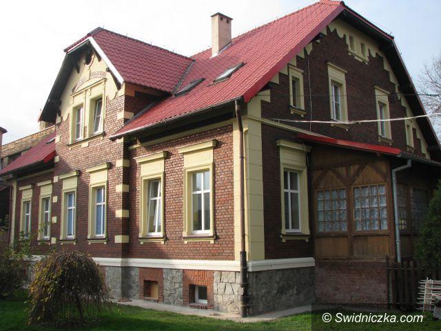 Marcinowice: Remont elewacji budynku Szkoły Podstawowej w Marcinowicach
