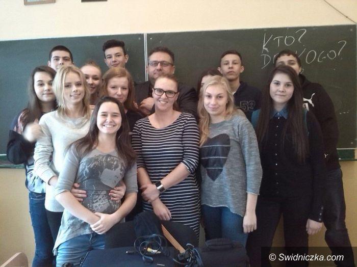 Strzegom: Zajęcia medialne z Mirosławem Oczkosiem w strzegomskim LO