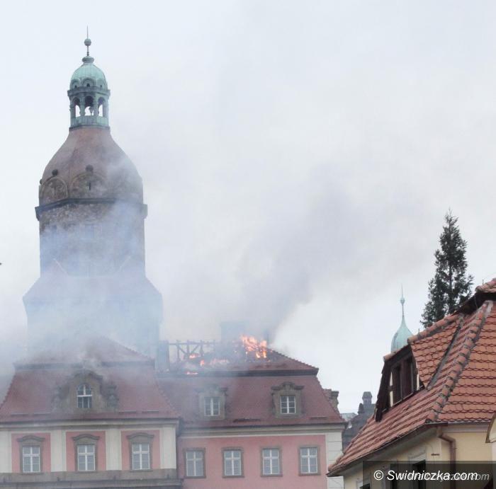 Wałbrzych: Płonie dach Zamku Książ!
