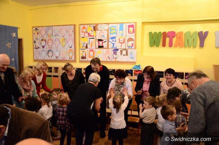 Żarów: Dziadkowie świętowali w przedszkolu