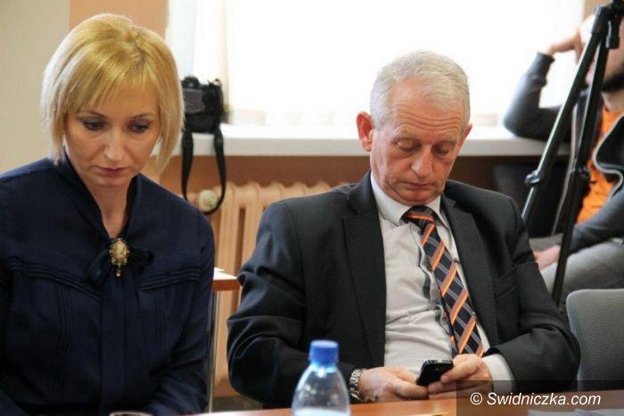 powiat świdnicki: Powiat nie odda szkół