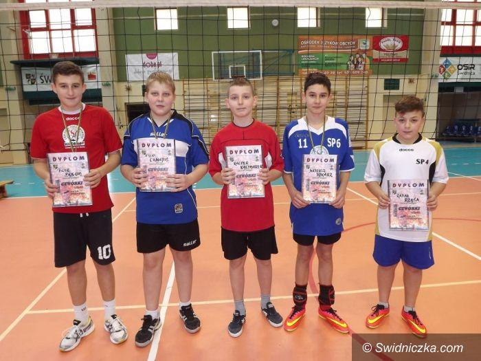 Świdnica: Turniej mini–siatkówki czwórek dla chłopców z SP 6 Świdnica