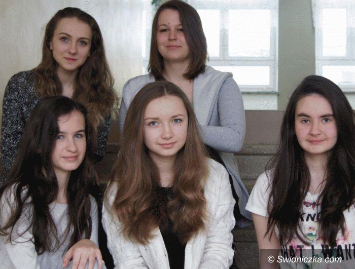 Świebodzice: Uczennice z Gimnazjum 1 laureatkami 60. Dolnośląskiego Konkursu Recytatorskiego w kategorii poezji śpiewanej