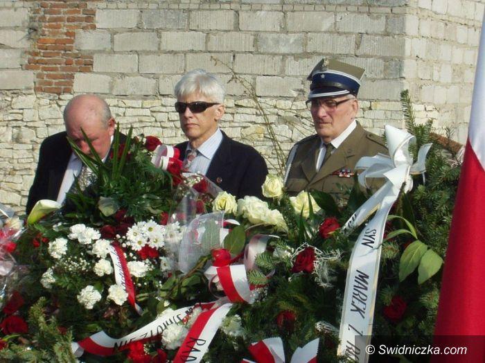 Piaski: Świdniccy kombatanci na pogrzebie sierżanta Józefa Franczaka