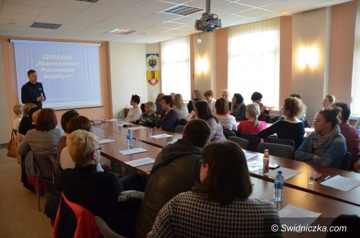 Świdnica: Szkolenie pracowników socjalnych z terenu powiatu świdnickiego w zakresie bezpieczeństwa