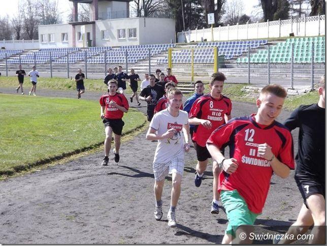 Świdnica: Wyniki Powiatowych Biegów Przełajowych w kategorii szkół gimnazjalnych i średnich