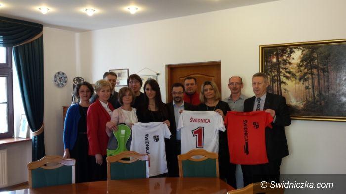 Świdnica: Drużyna urzędników miejskich walczy o zwycięstwo w XIX Mistrzostwach Polski w Piłce Siatkowej Pracowników Samorządowych