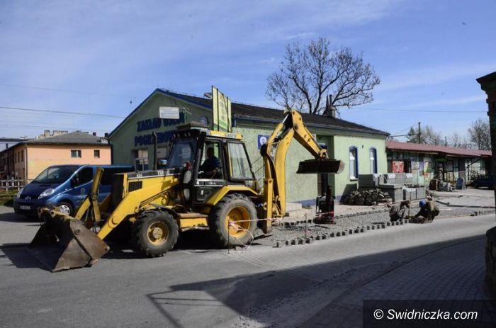 Żarów: Nowy wjazd do Biedronki