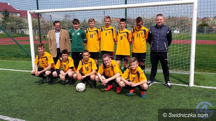 Świdnica: Piłkarze Gimnazjum nr 4 w dolnośląskim finale Coca–Cola Cup