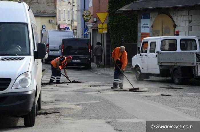 Żarów: Drogi do naprawy gminy Żarów