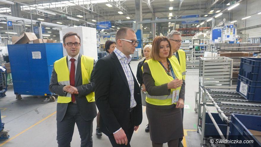 Świdnica: Prezydent Świdnicy z wizytą w firmie Electrolux
