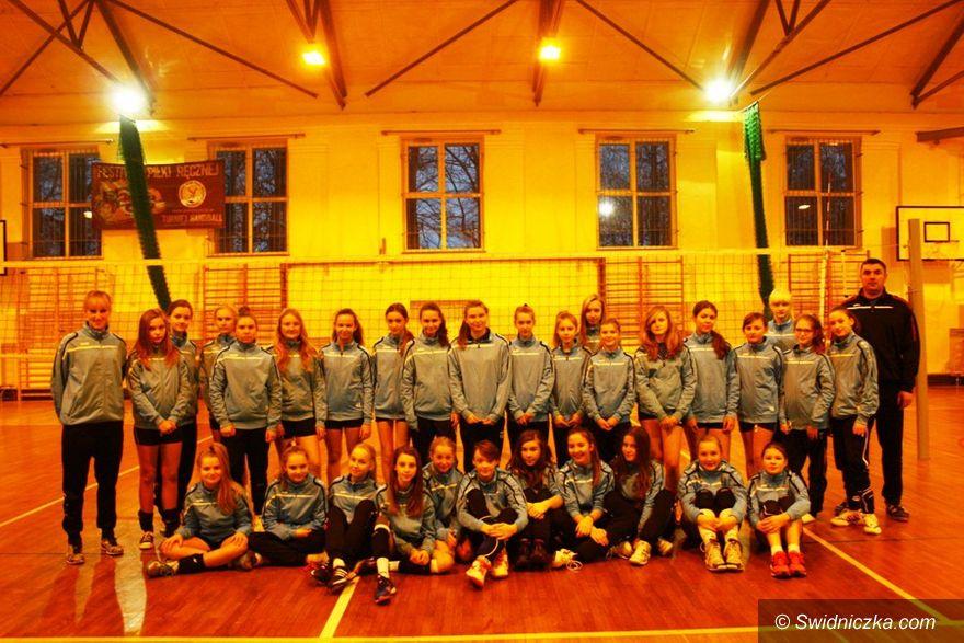 Świdnica: Grały młode siatkarki