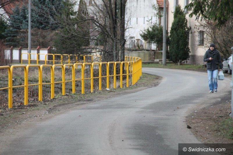 Świebodzice: Bariery ochronne przy Pełcznicy