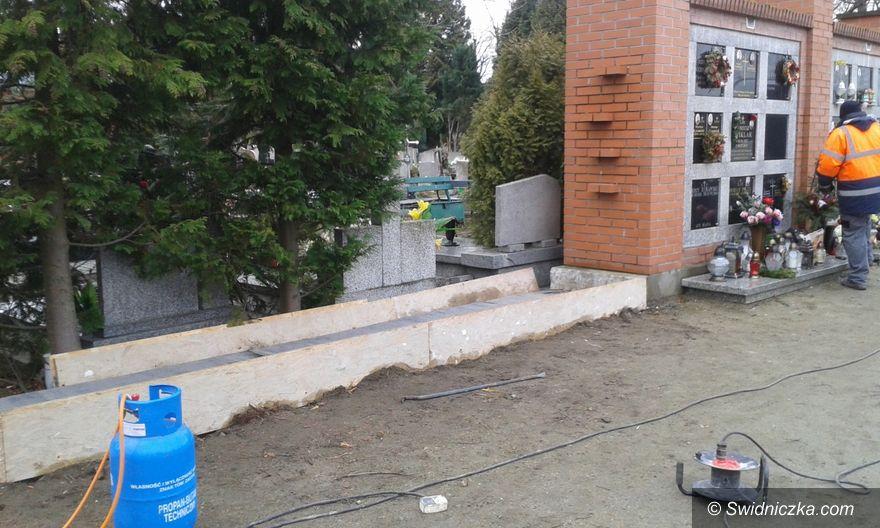 Świdnica: Rozpoczęła się budowa muru urnowego