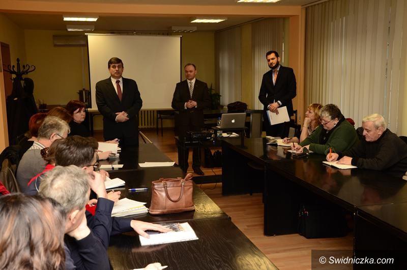 Żarów: Rozpoczęły się konsultacje społeczne w sprawie rewitalizacji