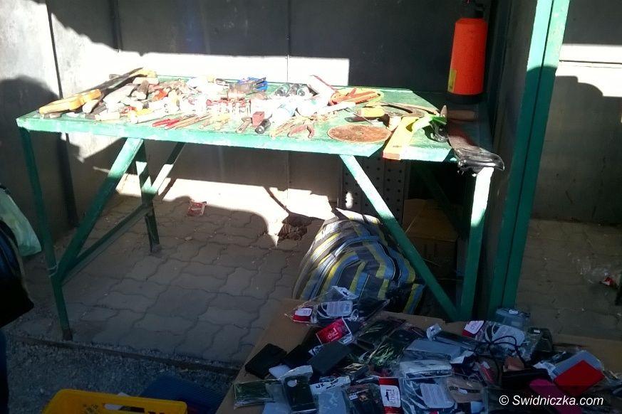 Świdnica: Strażnicy odzyskali towar oraz fanty z kradzieży na działkach