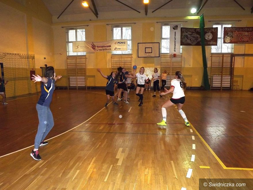 Świdnica: W szczypiorniaka grały gimnazjalistki